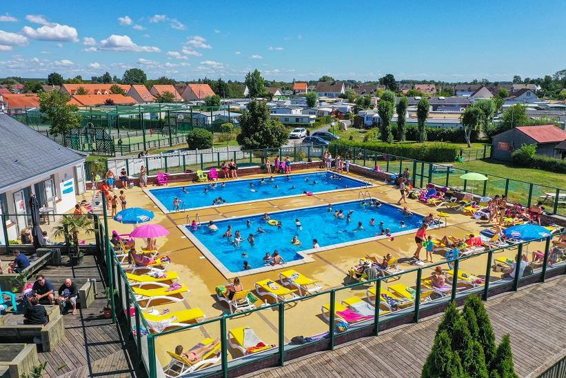 camping-garennes-2020-piscine-vue-haute